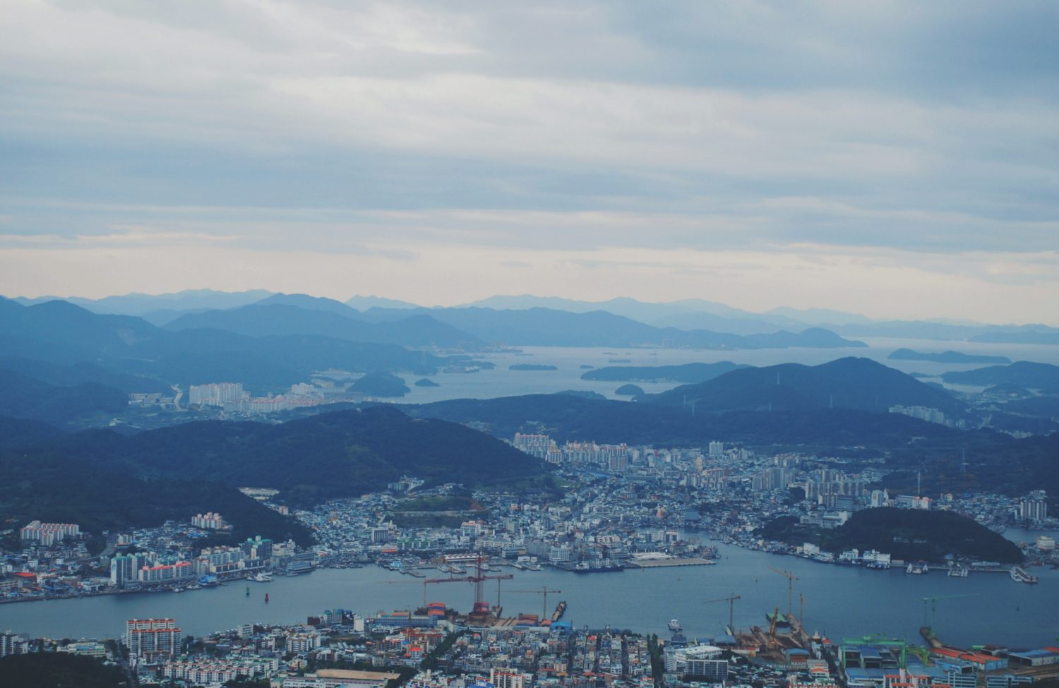 Getting back into long form blogging, here's a little anecdote about my misadventures solo traveling to Tongyeong, a port city in the south of Korea.