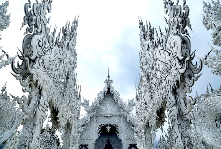 Chiang Rai Wat Rong Khun | Northern Thailand's main city is well worth the visit! Here are all the top things to do in Chiang Mai and two things you should NOT do.